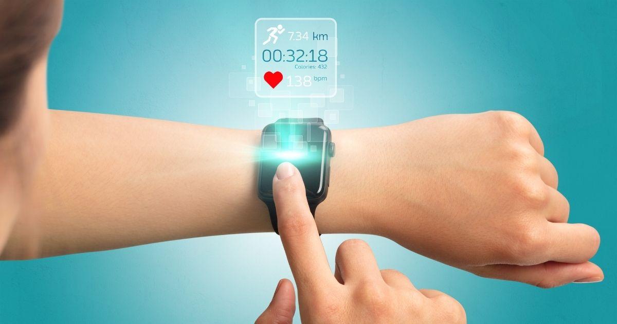 Facebook, entro il 2022 un orologio connesso con fotocamere