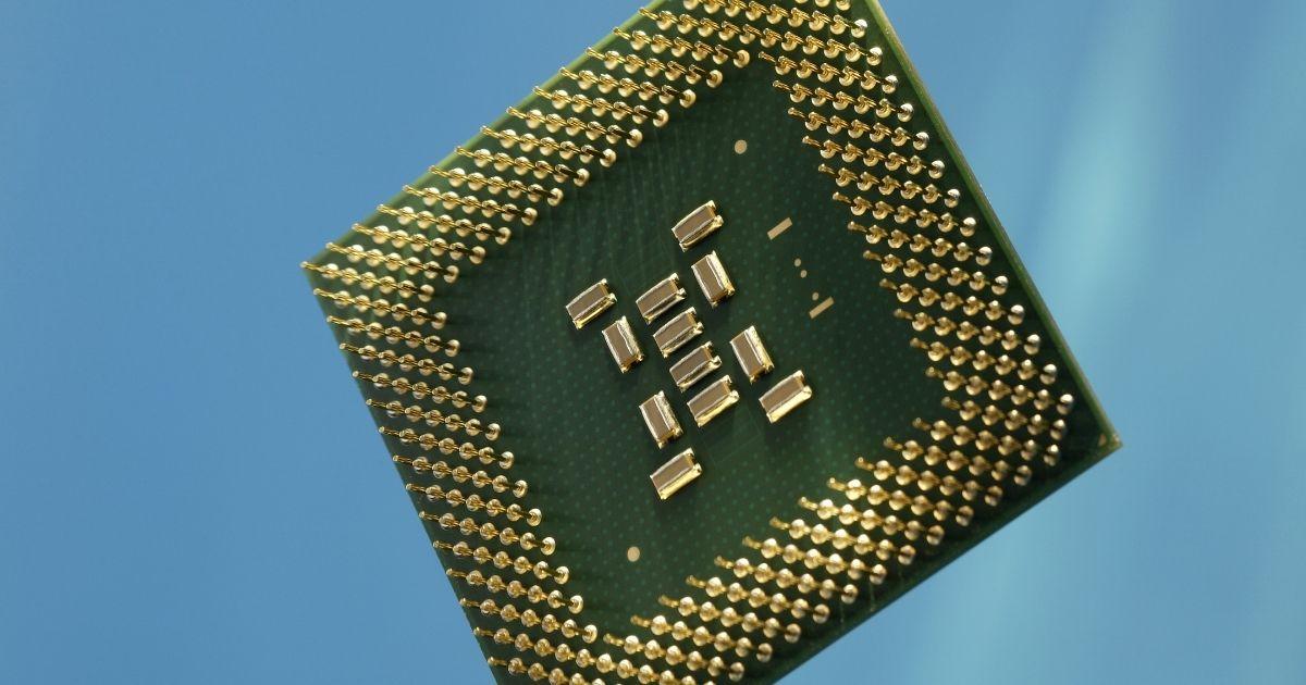 """Mancano semiconduttori e c'è chi pensa di usare chip contraffatti o """"ripuliti"""". I prodotti rischiano di rompersi prima"""