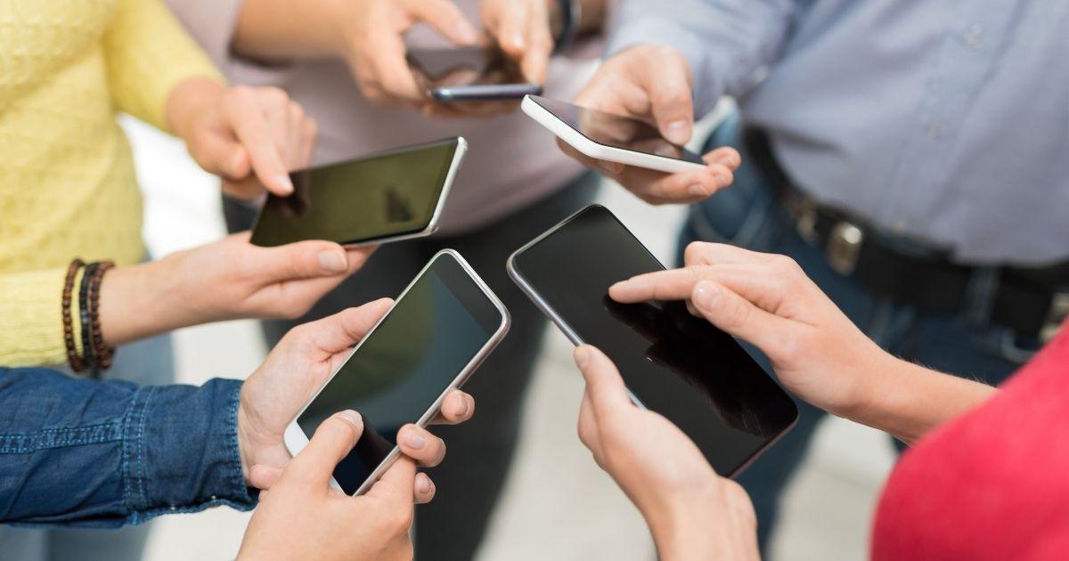 Mercato degli smartphone, mai così bene dal 2015